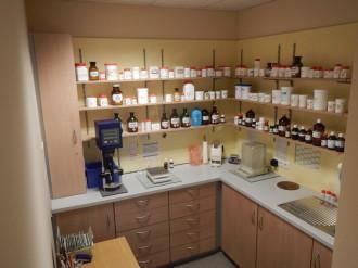 Wir stellen im Monat ca. 60 individuelle Medikamente in unserer Rezeptur her.